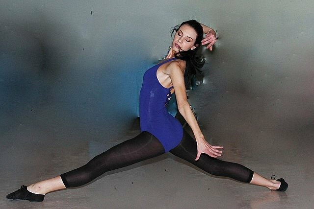 Jaclyn Laurino, dancer - doing near-split pointing 90 degrees from photographer, face forward